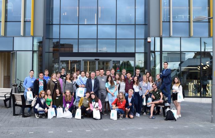 Schepen Van Overmeire ontvangt studenten uit Bosnië, Tsjechië en Hongarije
